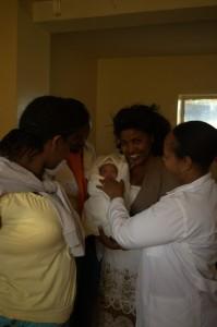 Haigla personal koos vastsündinuga