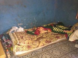 Paremal järjel oleva õpialse magamisase. Ta elab oma tädi perega. Vanemad elavad maal.