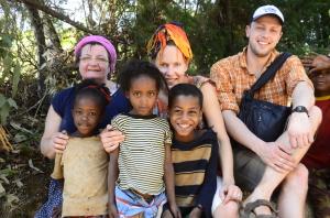 Lastega külatänaval